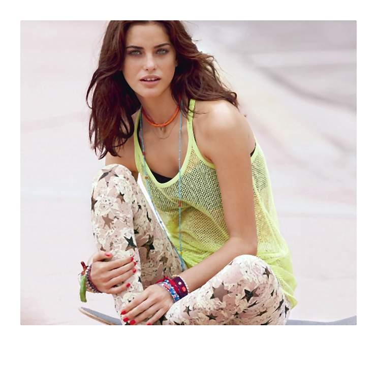 Wiosenna moda to mieszanka kolorów i stylów