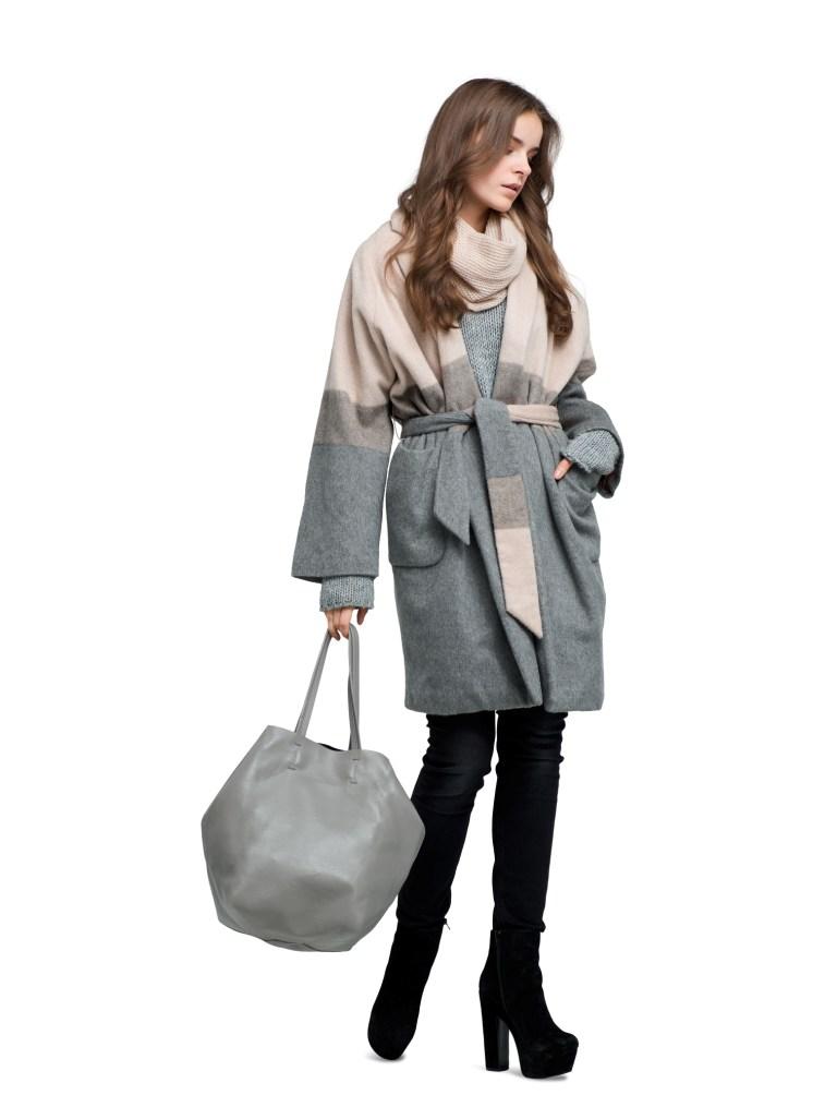 Długi płaszcz, luźna parka lub obszerne futro