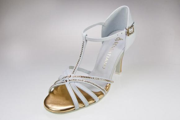 Jak przełamać nudę w butach ślubnych?