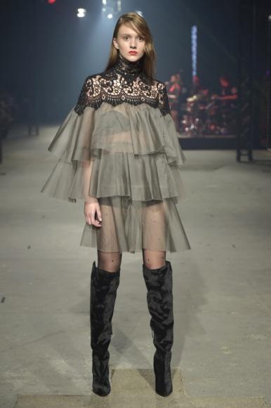 Wielki powrót rajstop! Flesz Fashion Night – wyjątkowa noc z projektantami i mar