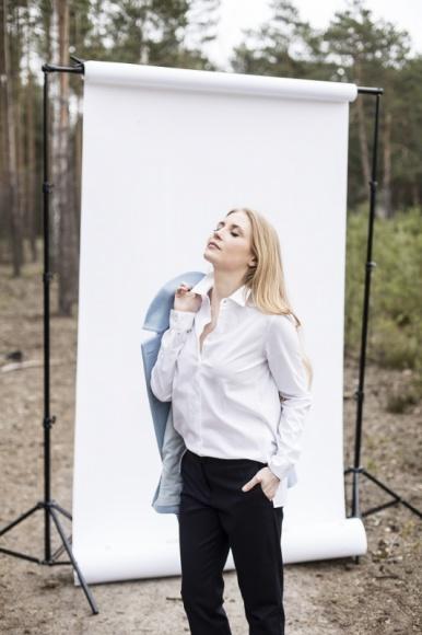 Biała koszula w wydaniu marki SETA