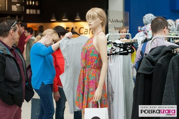 Targi Mody w Porcie Łódź Moda, LIFESTYLE - W najbliższy weekend (14 – 15 października), w Porcie Łódź po raz kolejny zagoszczą Targi Mody - Polska Szafa by Fashion Meeting. W Atrium, obok sklepu IKEA, swoje kolekcje zaprezentują młodzi polscy projektanci.