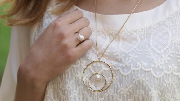 Perły – symbol ponadczasowej elegancji. Jak je nosić?
