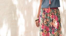 Kolorowo i wygodnie latem – postaw na boho! Moda, LIFESTYLE - Latem zależy nam na tym, aby ubrania były wygodne, przewiewne i żebyśmy czuli się w nich swobodnie. Słońce sprzyja wytwarzaniu endorfiny, a my – znudzeni wielomiesięczną szarówką za oknem – chętnie sięgamy po kolorowe stylizacje.