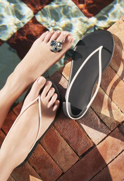 Unikalny design, komfortowy styl Moda, LIFESTYLE - To będzie hit nadchodzącego lata – prawdziwa gratka dla wszystkich wielbicieli mody i designu najwyższej klasy. Brazylijska marka Ipanema wprowadza nowe modele obuwia stworzone przez jednego z najbardziej renomowanych współczesnych projektantów – Philippe'a Starcka.